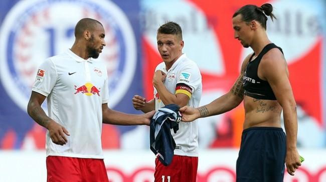 zlatan-ibrahimovic-shirt-dispute-with-leipzig-players