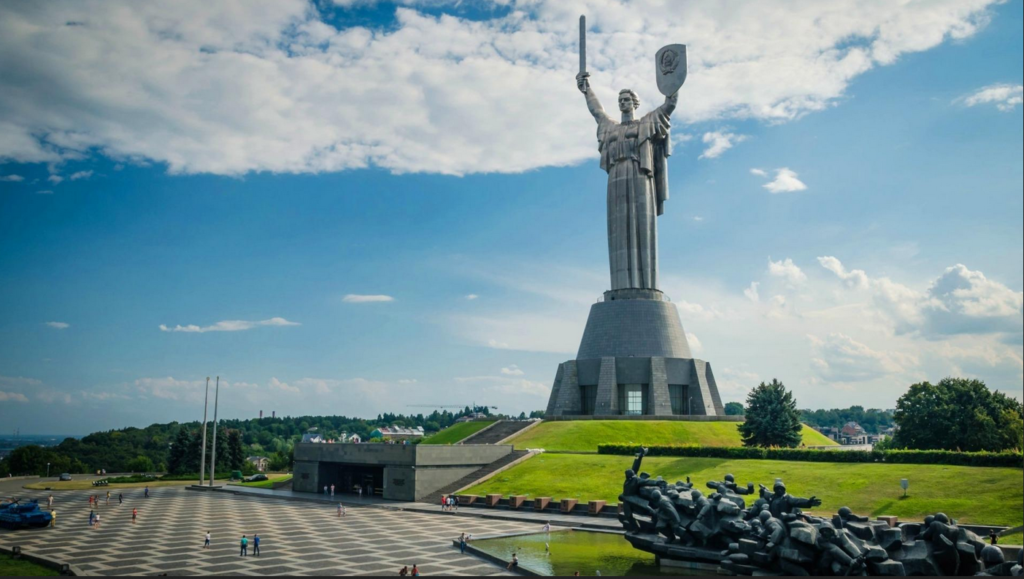 motherland-statue-rodina-mat-and-the-national-war-museum-kiev